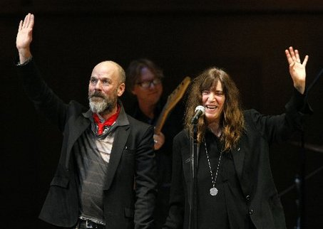 R.E.M. crashes its own tribute concert, plays surprise song with Patti Smith