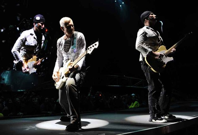 U2 extends 360° Tour into 2010, announces remix CD for U2.com subscribers