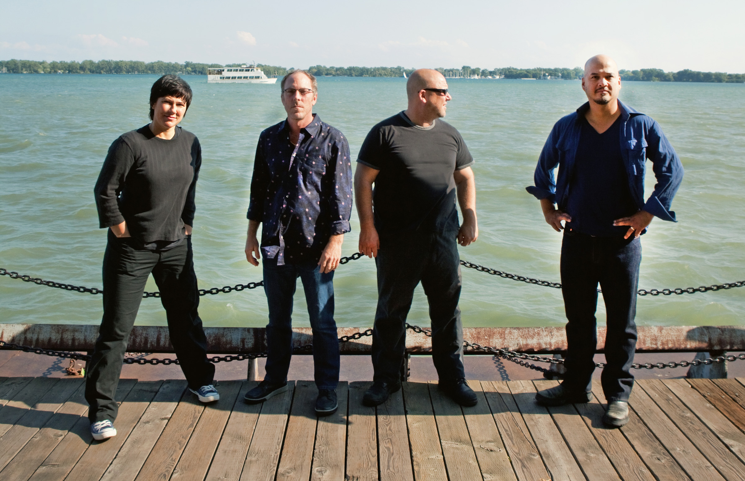 Pixies selling live CDs, downloads, 'USB bracelets' of European 'Doolittle' concerts