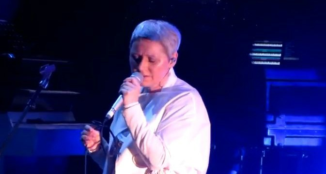 Video: Elizabeth Fraser plays Cocteau Twins, new songs at first-ever solo concerts