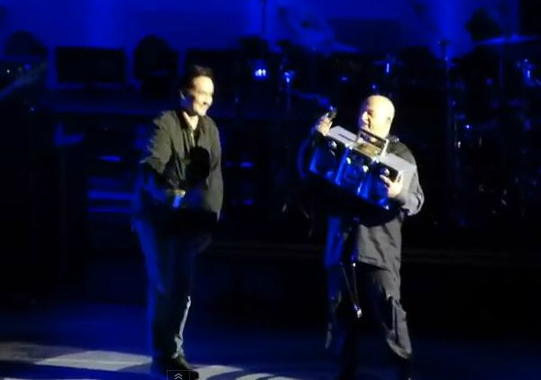 Lloyd Dobler lives: John Cusack gives Peter Gabriel boombox during 'In Your Eyes'