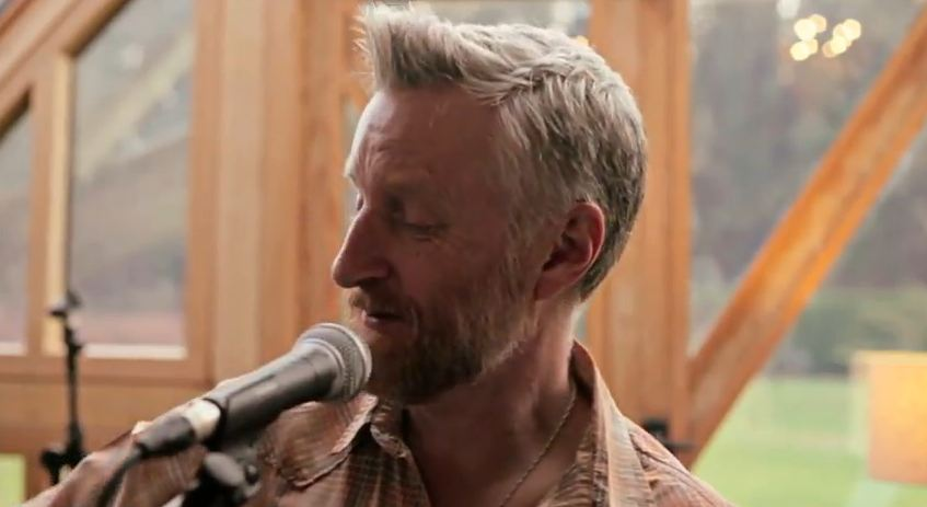 Billy Bragg announces 'Tooth & Nail' album, U.S. tour — download 'Handyman Blues'