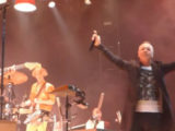 Watch: Simple Minds' Jim Kerr joins Arcade Fire in Glasgow to perform 'Don't You (Forget About Me)'