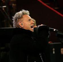 Video: Alan Wilder, Martin Gore soundcheck Depeche Mode's 'Somebody' in London