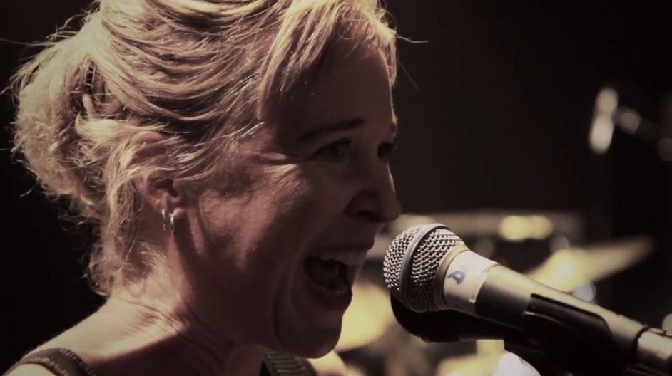 Video: Throwing Muses, 'Bright Yellow Gun' — filmed live in U.K. during 'Anthology' tour