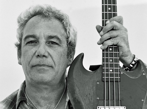 Mike Watt to publish 'On and Off Bass,' play with J Mascis at NYC book launch
