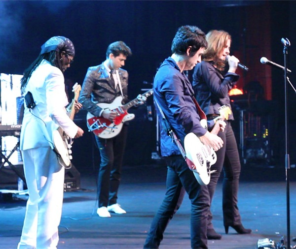 Video: Johnny Marr, Alison Moyet, Nile Rodgers play The Smiths at Montreux Jazz