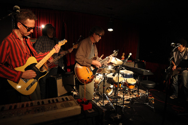 Video: The Feelies join Yo La Tengo for 16-minute version of Velvet Underground's 'Sister Ray'