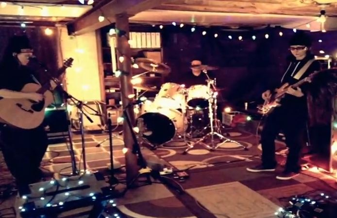 Breeders release 'New Year' rehearsal footage — plus Kim Deal launches solo 7-inch series