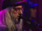 Watch J Mascis cover Mazzy Star's 'Fade Into You' on 'Late Night with Seth Meyers'
